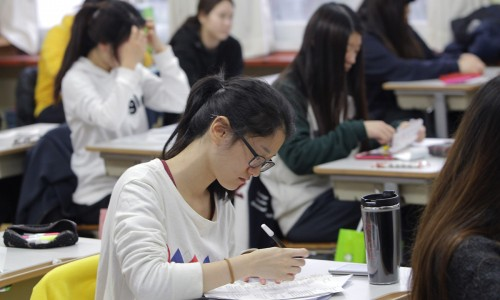 SEOUL, SOUTH KOREA - NOVEMBER 08:  South Korean students take their College Scholastic Ability Test at a school on November 8, 2012 in Seoul, South Korea. More than 660,000 high school seniors and graduates sit for the examinations at 1,100 test centers across the country, where academic records are all important. Success in the exam, one of the most rigourous standardized tests in the world, enables students to study at Korea's top universities.  (Photo by Chung Sung-Jun/Getty Images)
